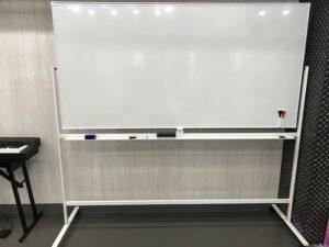 吉祥寺 貸しスタジオ には ホワイトボード があります