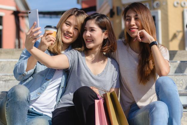 吉祥寺 に集まる 女性 たち